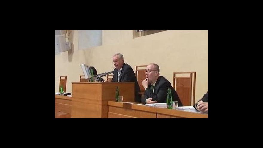 Video Senát schválil mimo jiné část emisních povolenek ČEZu a spol. zdarma