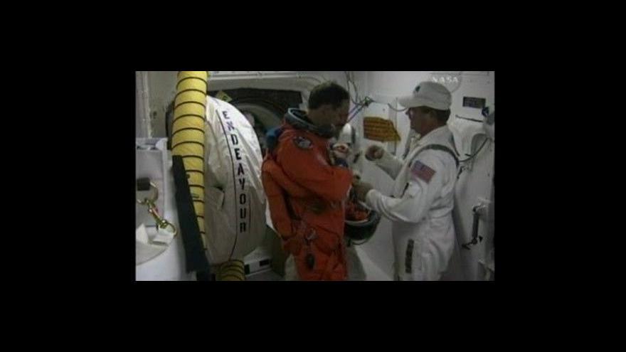 Video Endeavour stále na Zemi