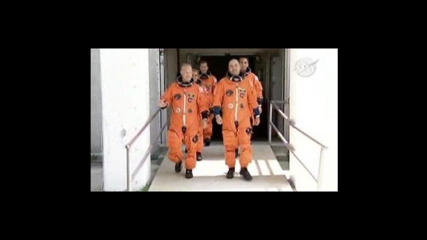 Video Endeavour stále čeká na odpalovací rampě