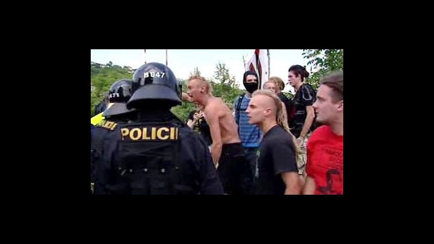 Video Potyčky mezi squattery a policisty