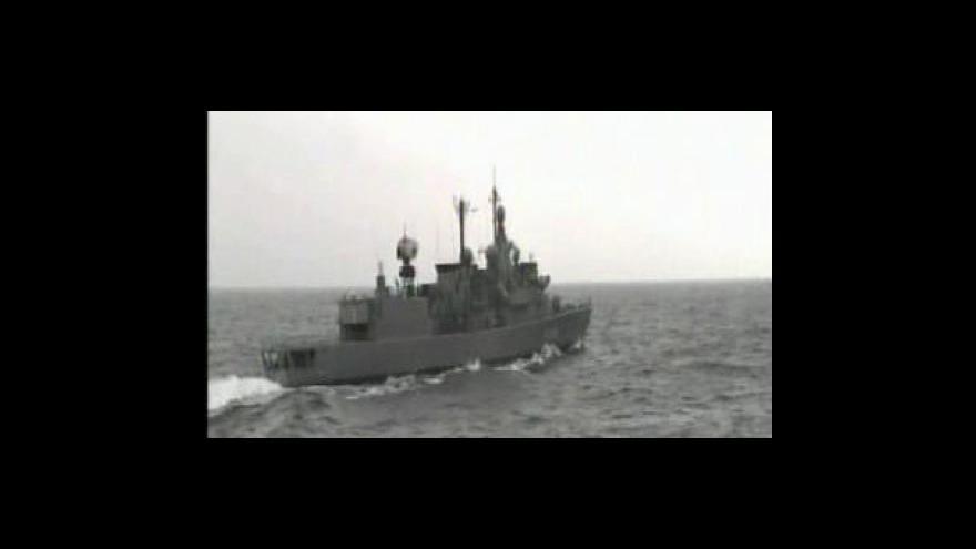 Video Piráti propustili bagrovací loď