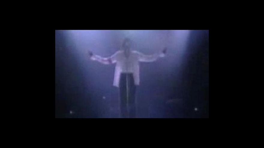 Video Smrt Michaela Jacksona tématem Událostí, komentářů