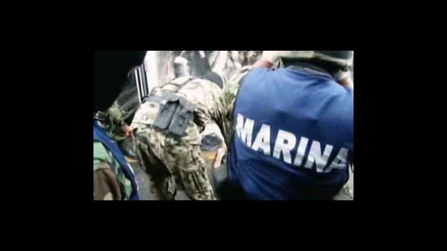 Video Mexická policie zabavila drogu v žraločím mase