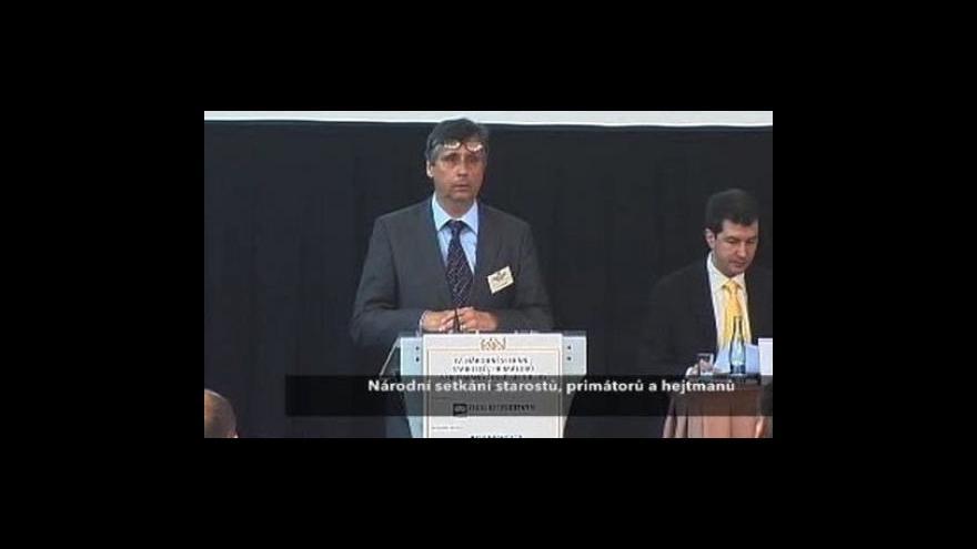 Video Projev premiéra Fischera na setkání starostů, primátorů a hejtmanů