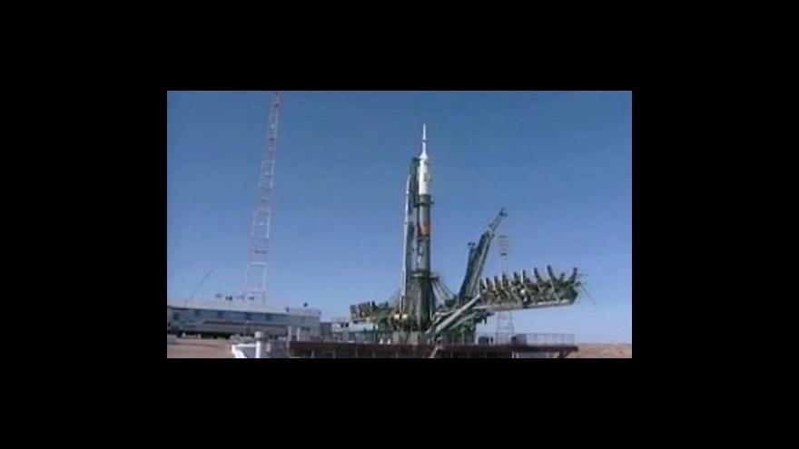 Video Mise tříčlenného kosmického týmu
