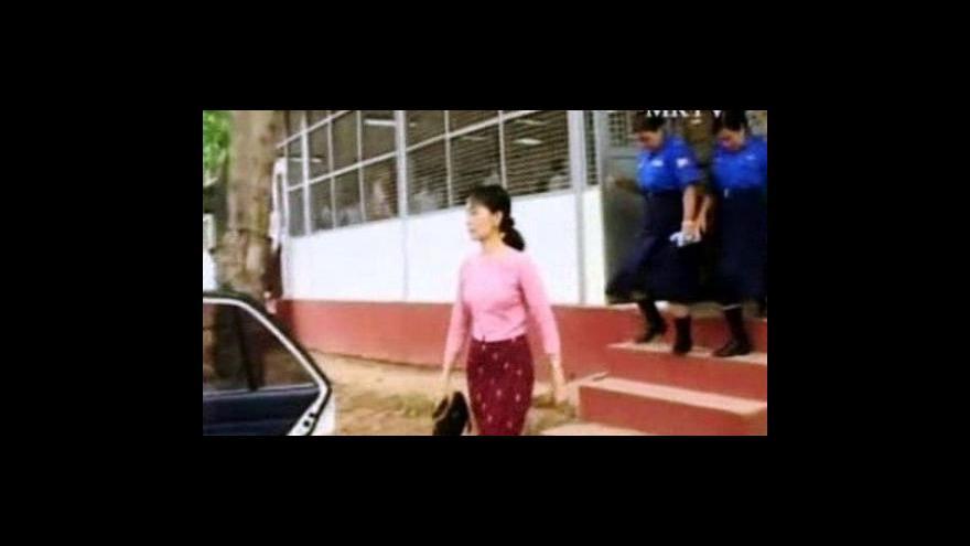 Video Čtvrtý den soudu se Su Ťij
