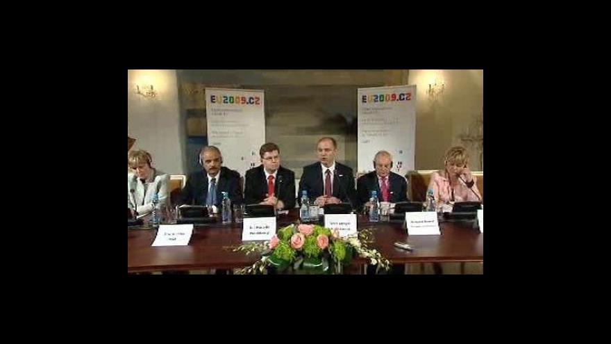 Video Brífink ministrů vnitra a spravedlnosti z EU a USA