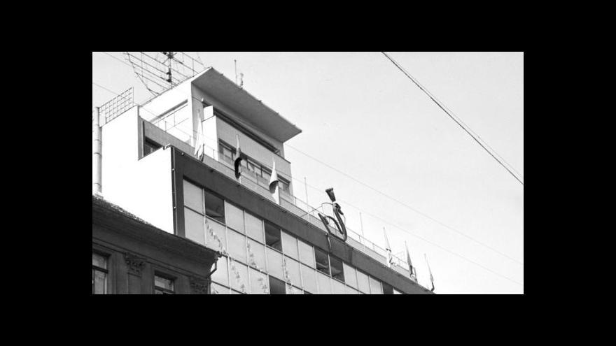 Video Slavné obchodní domy: Bílá labuť