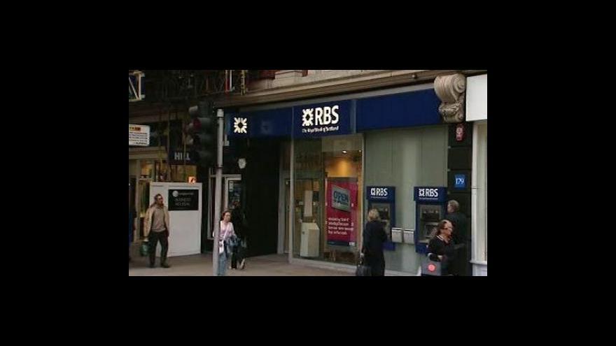 Video Británie schválila další pomoc bankám