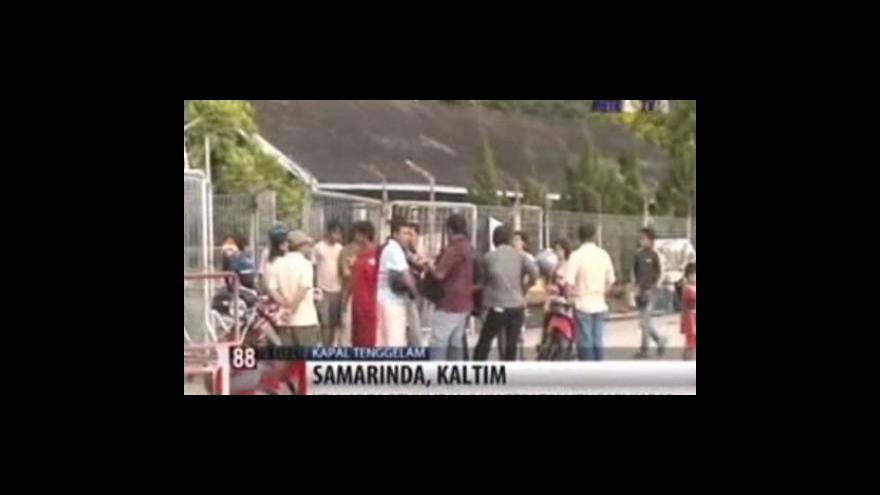 Video V Indonésii pátrají po lidech z potopeného trajektu