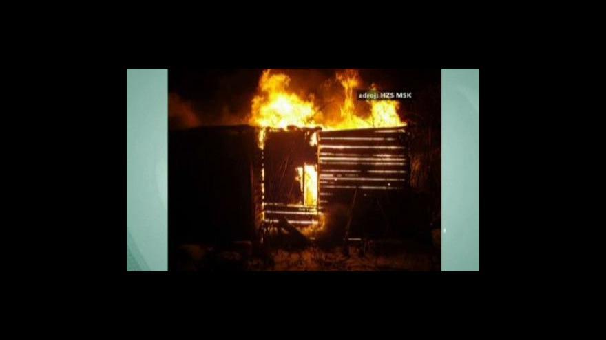 Video V chatkách uhořeli čtyři lidé