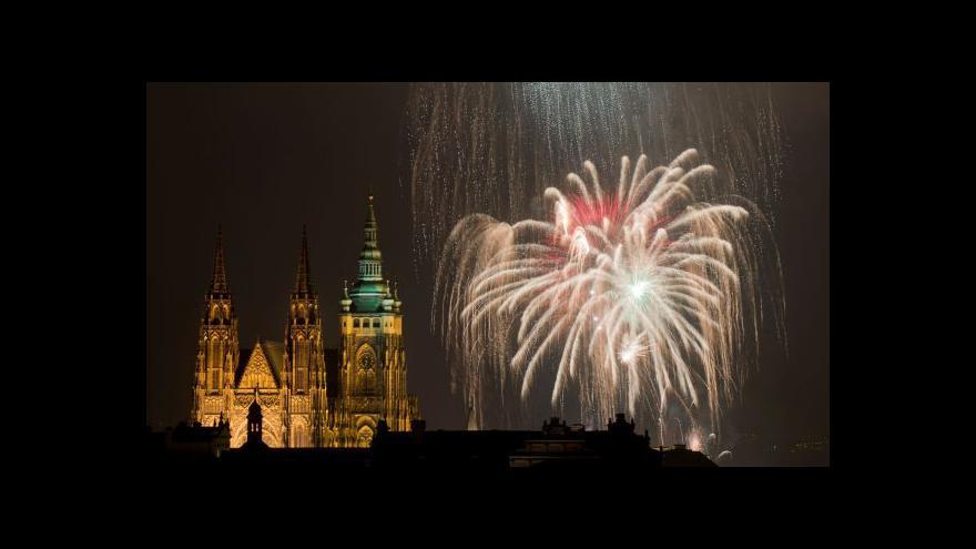 Video Bez komentáře: Pražský novoroční ohňostroj