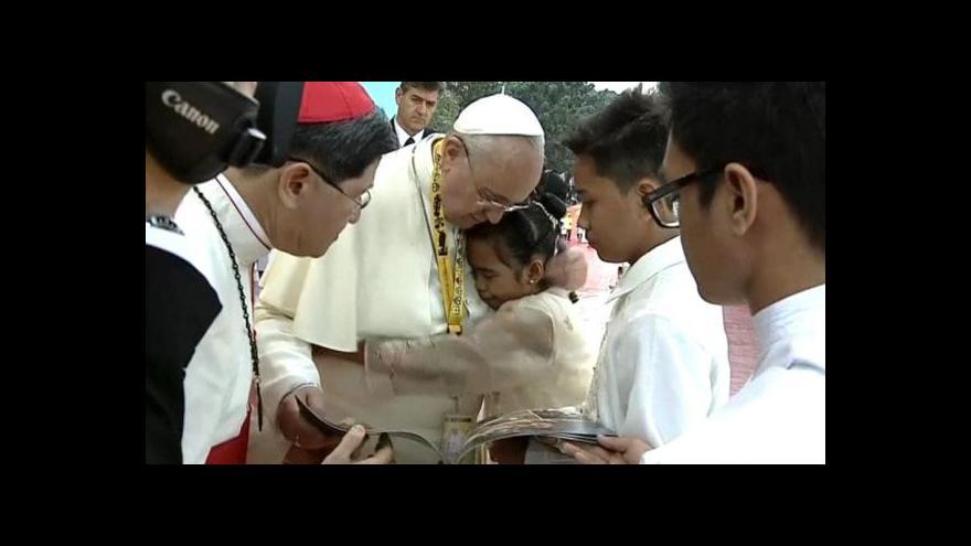 Video Filipínka bez domova dojala Františka svým projevem