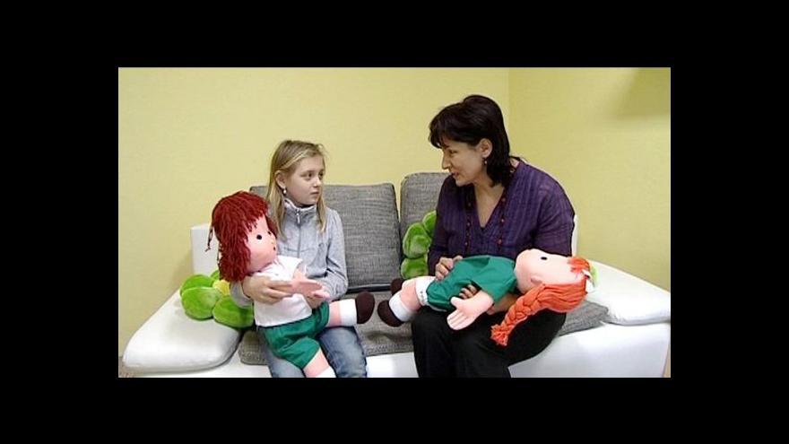 Video Čech v Norsku: Je zakázáno i pevně držet dítě za ruku