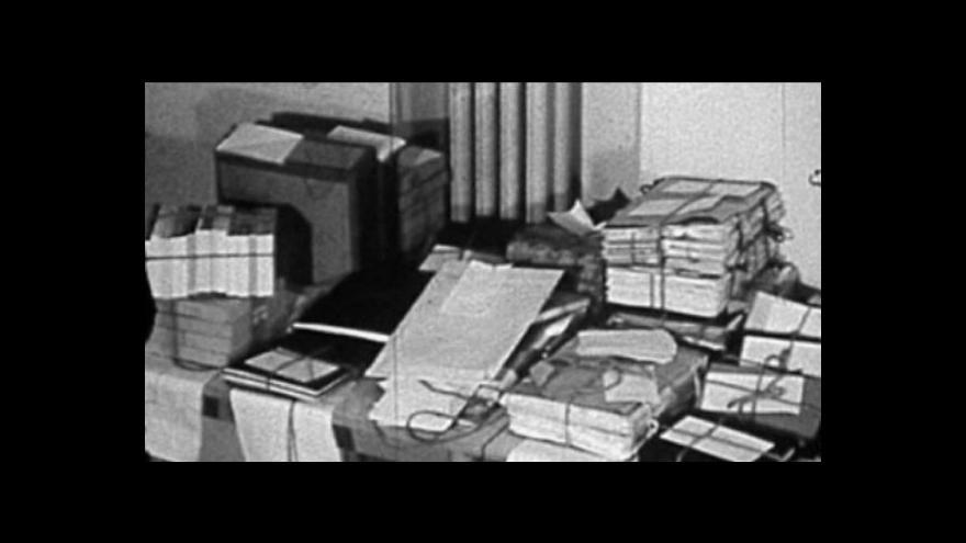 Video UDÁLOSTI: CIA má odtajnit dokumenty o knižním mostu na Východ
