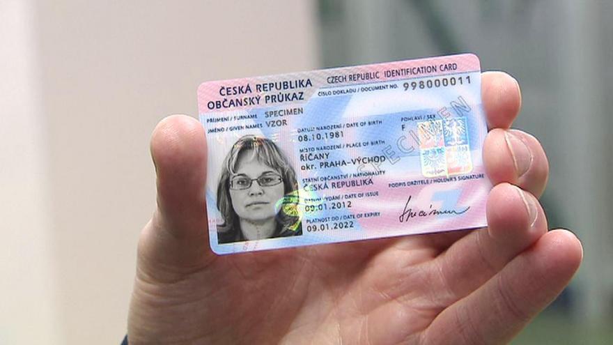 Video Události ČT: E-doklady usnadní cestu k úřadům, vyžadují však datové schránky