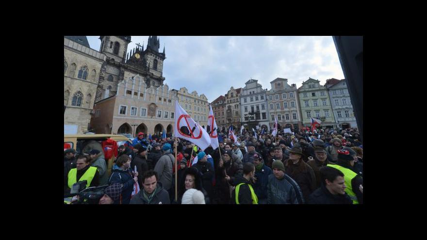 Video Pro i proti islámu - dnešní pražské demonstrace