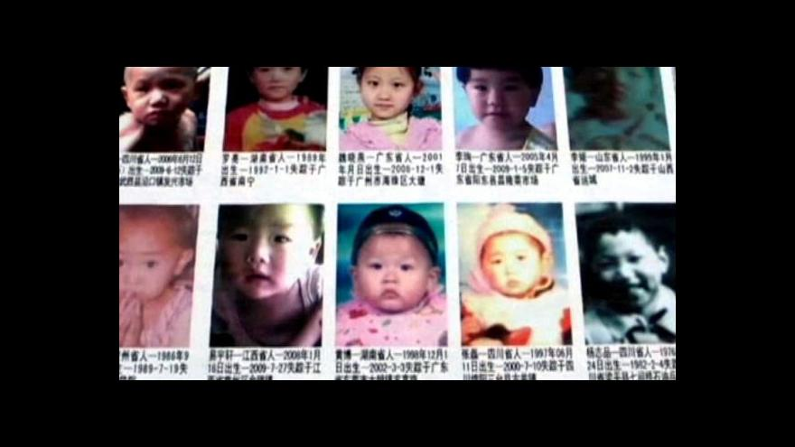 Video Otec s unesenou dcerou se setkali po 10 letech