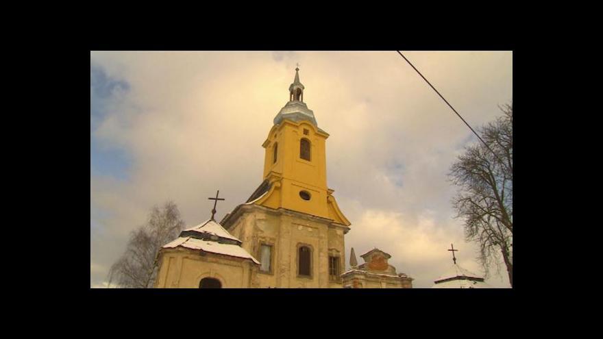 Video Dobrovolníci již nemohou opravovat kostel v Brenné