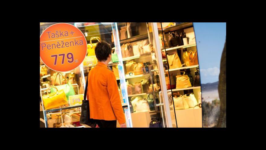 Video Ekonom: Domácnosti se přestaly bát utrácet