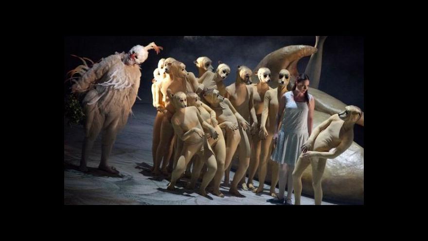 Video Cesta do Čarokraje začíná před divadlem