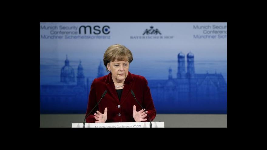 Video Bezpečnostní konference: Merkelová se pustila do Ruska