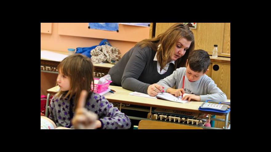 Video Pro asistenty pedagogů chybí peníze