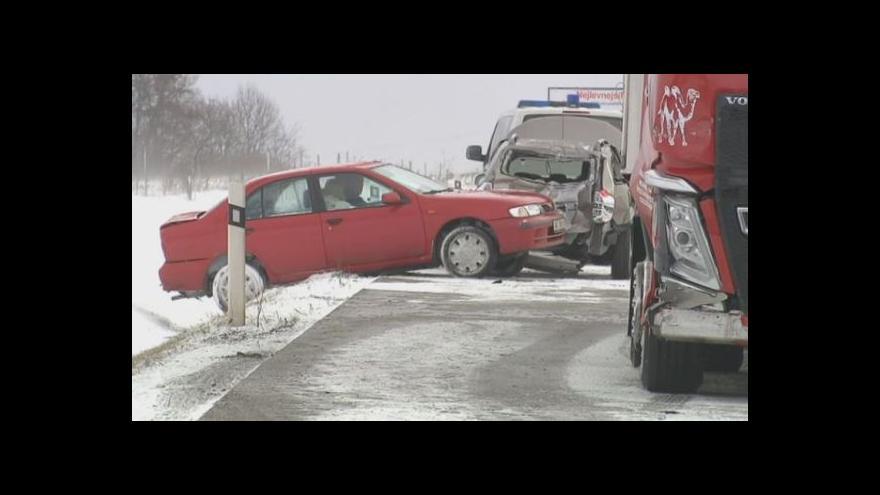 Video Podívejte se: Řidiče trápí sníh i vítr