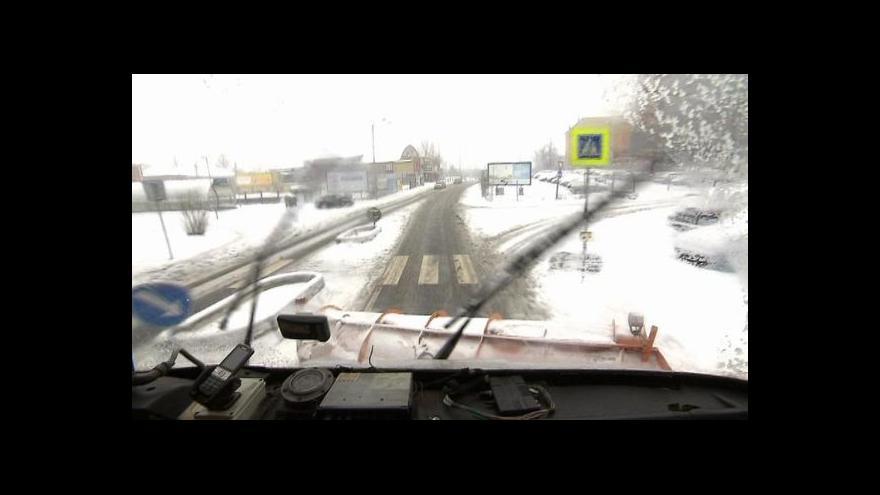 Video Sníh na Moravě komplikoval cestu řidičům