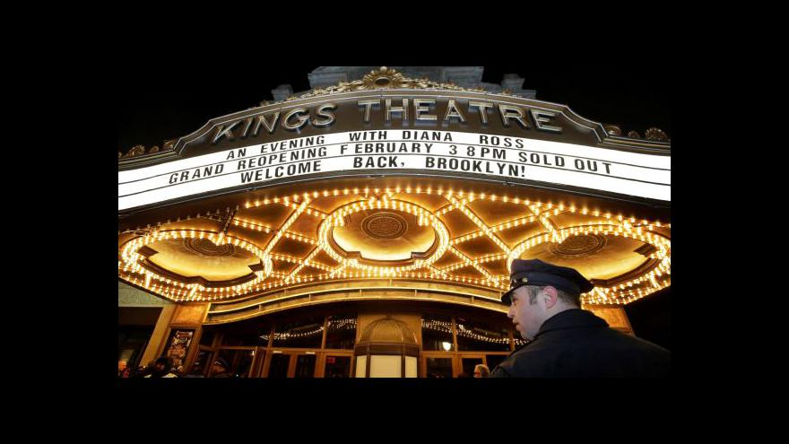 Video Brooklynské Kings Theatre se po 40 letech opět otevírá