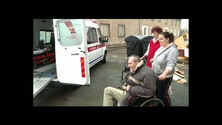 Video Podivný chudobinec opustili další lidé