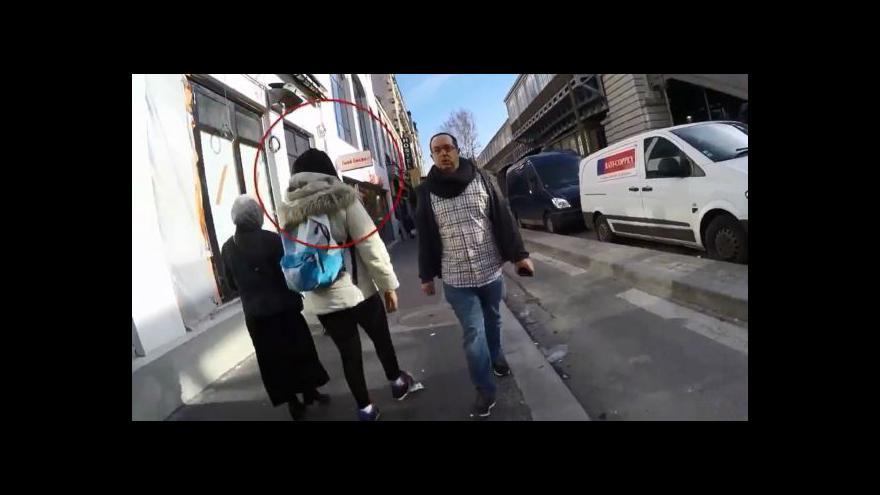 Video Izraelský novinář na procházce Paříží