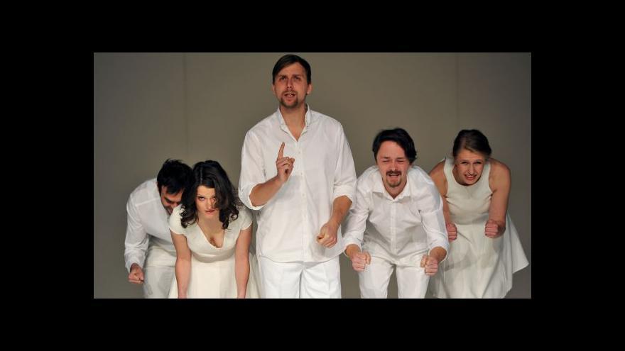 Video Bez komentáře: Černá labuť v divadle Reduta