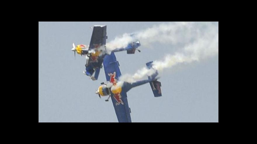 Video Kolize českých letadel v Indii