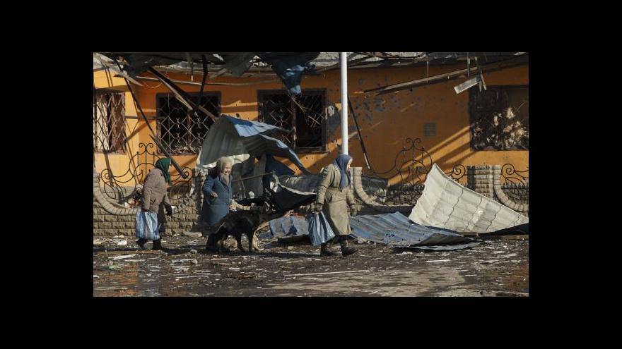 Video Štáb ČT ve zničeném Debalceve: Většina rebelů odjela