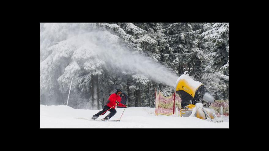 Video Víkendové lyžování doprovázel silný vítr i zásah hasičů v Beskydech