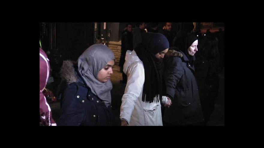 Video Muslimové vytvořili kolem norské synagogy lidský řetěz míru
