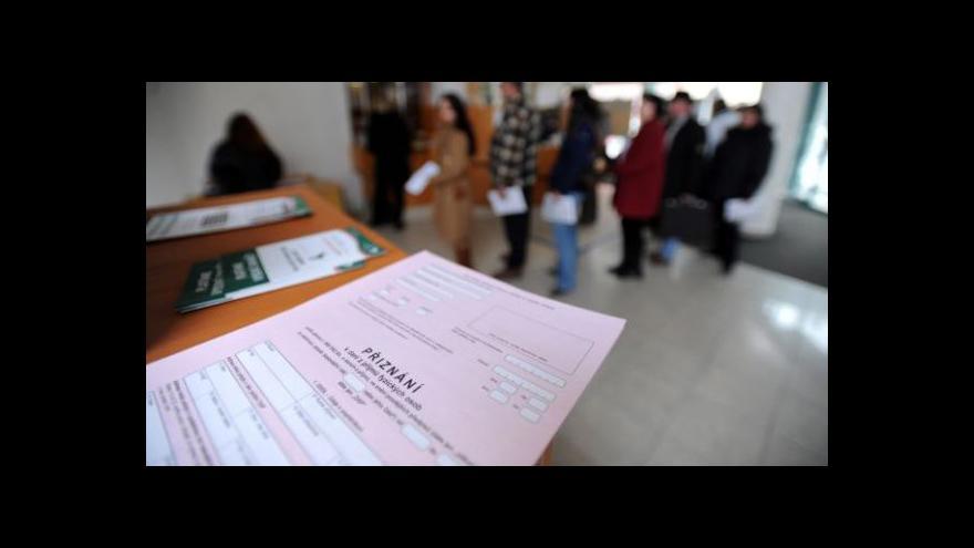 Video Pražským berním úředníkům pomáhají kolegové z regionů