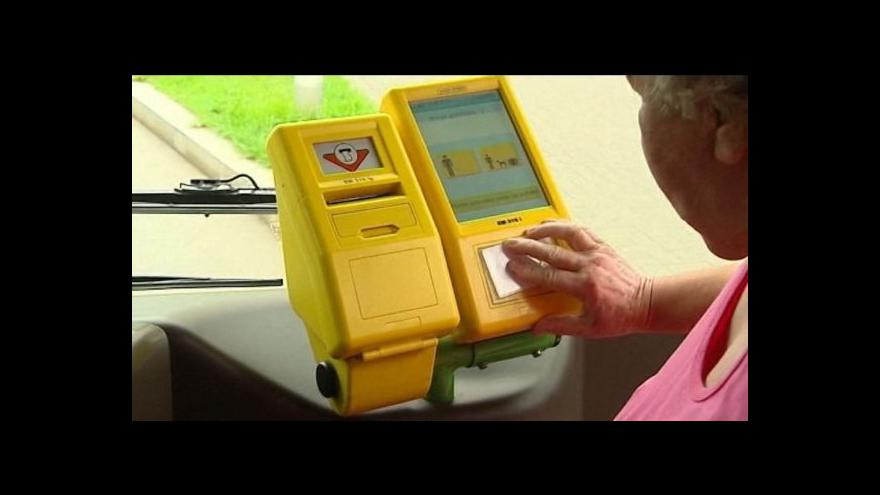 Video Veřejná doprava v kraji přechází na čipové karty