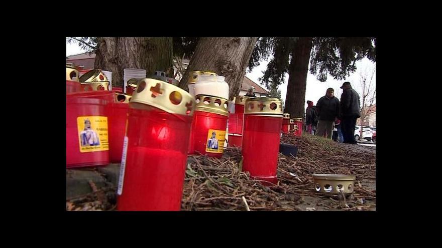 Video Stovky lidí si připomněly oběti úterního masakru
