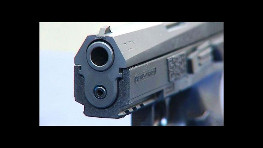 Video Události: Cestu ke zbrojnímu průkazu chtějí politici zkomplikovat