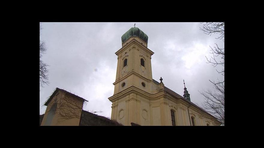 Video Bez komentáře: Kostel v Lulči chátrá
