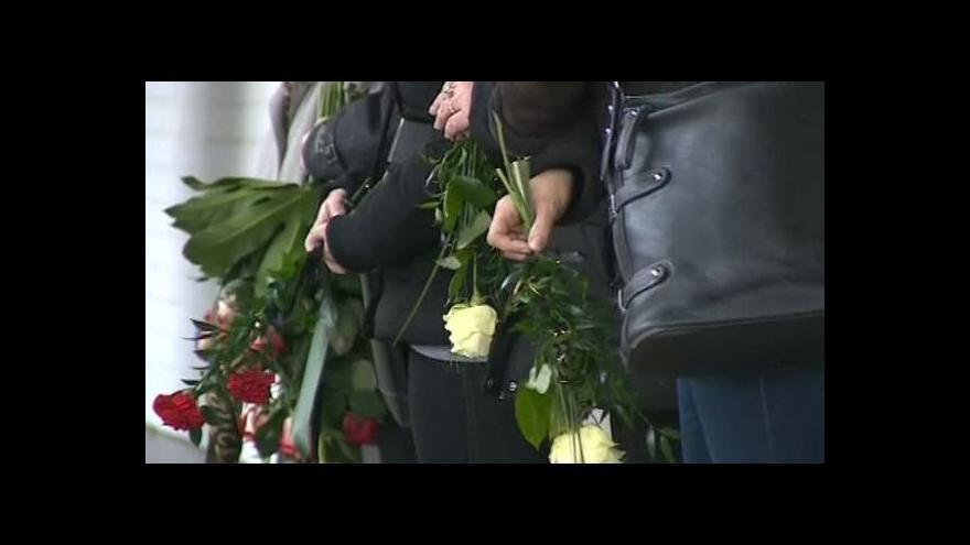 Video Bez komentáře: Pohřeb první z obětí útoku v Uherském Brodě