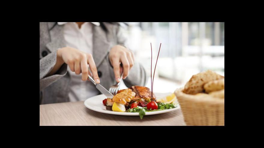 Video V obědvání v restauracích drží Češi evropský primát
