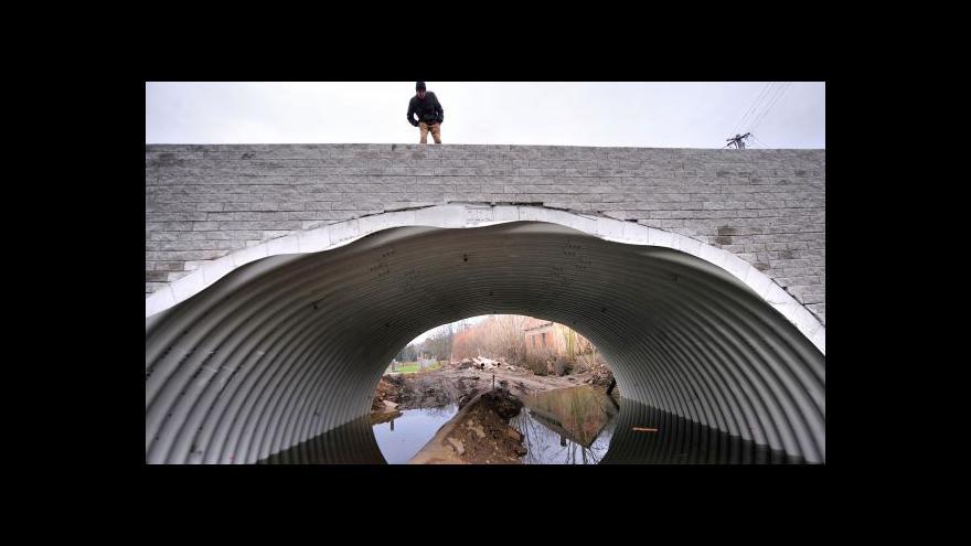 Video Rekonstrukce mostu ve Vilémově pokračuje