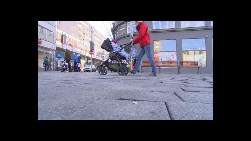 Video Soukenné náměstí je třeba předláždit