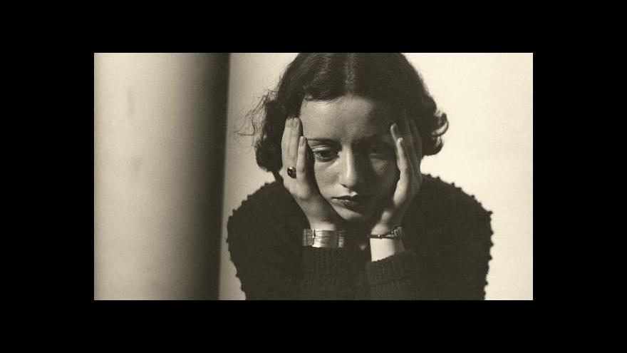Video Kufr plný fotografií vypráví příběh Lore Krügerové