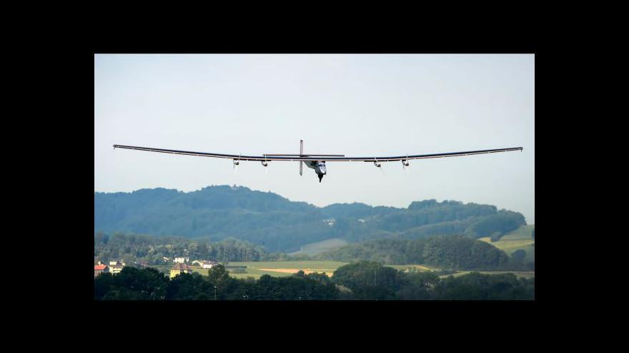 Video Cesta kolem světa začíná: Solární letoun má za sebou první etapu