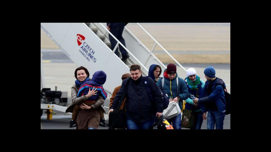 Video Události ČT: Přiletěli krajani z Ukrajiny, vláda má krizový plán