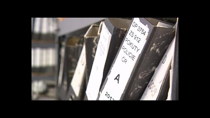 Video Celní správě se nedaří vymáhat pokuty od podomních prodejců